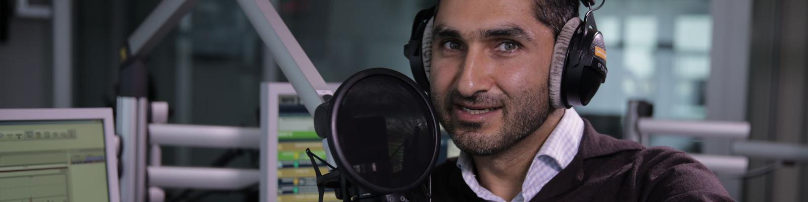 am Mikrofon